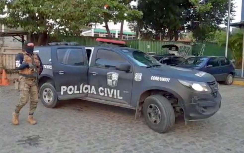 Policiais chegam ao Comando de Operações e Recursos Especiais (Core), localizado no bairro de São José, no Centro do Recife, nesta terça-feira (15) — Foto: PCPE/Divulgação