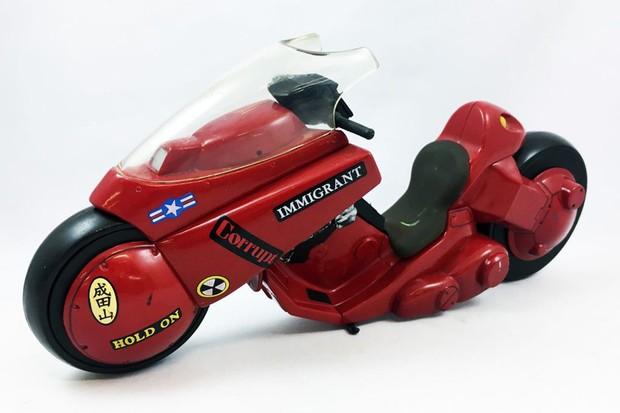 A McFarlane Toys é apenas uma das fabricantes de brinquedos que faz a moto do Kaneda (Foto: Divulgação)