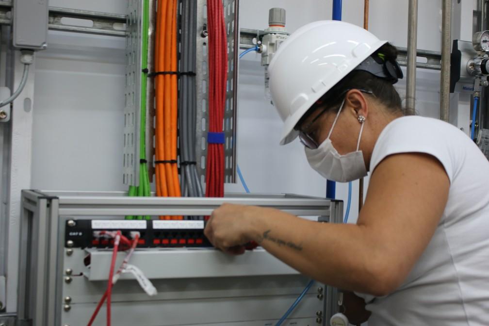 Equipe trabalha na conclusão da linha de pesquisa Manacá, do Sirius, que pode auxiliar no desenvolvimento e melhora de fármacos — Foto: Cristiane Duarte/CNPEM