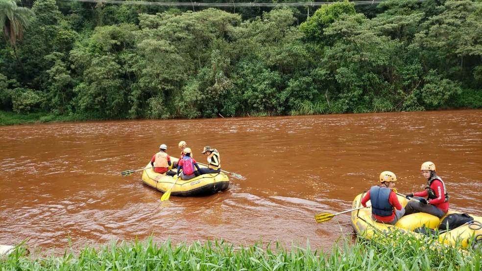 Rio Paraopeba foi contaminado pela Vale, que agora indeniza moradores que vivem até a um quilômetro da calha — Foto: Danilo Girundi/TV Globo