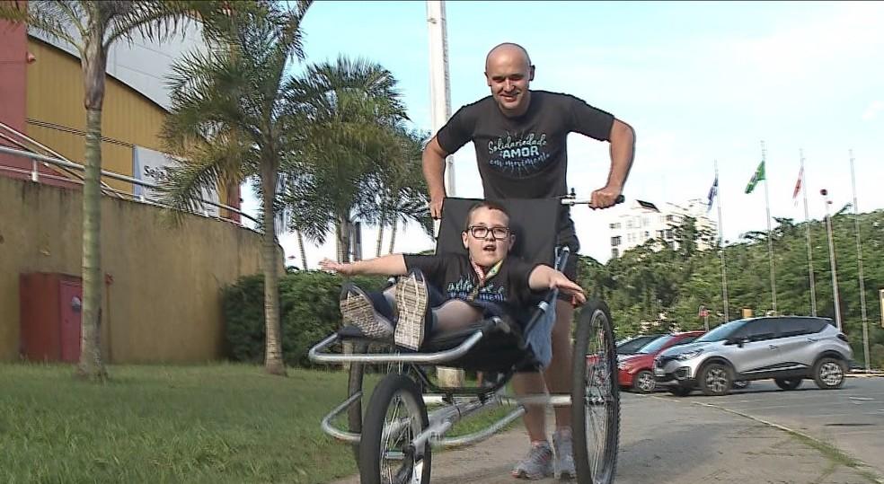 Acacio Mueller e Rafael participam do projeto e de corridas de rua — Foto: Reprodução/ NSC TV