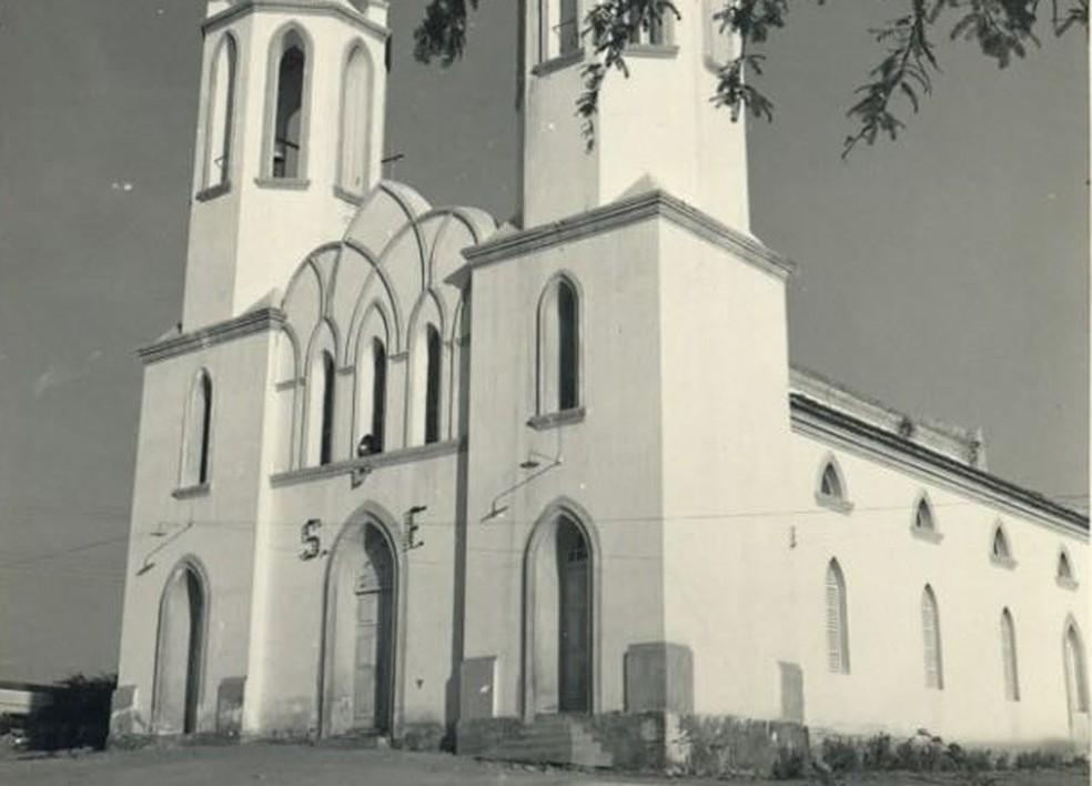 Igreja Matriz antes da inundação da velha cidade de Petrolândia (Foto: Samyr Oliveira/Arquivo pessoal)