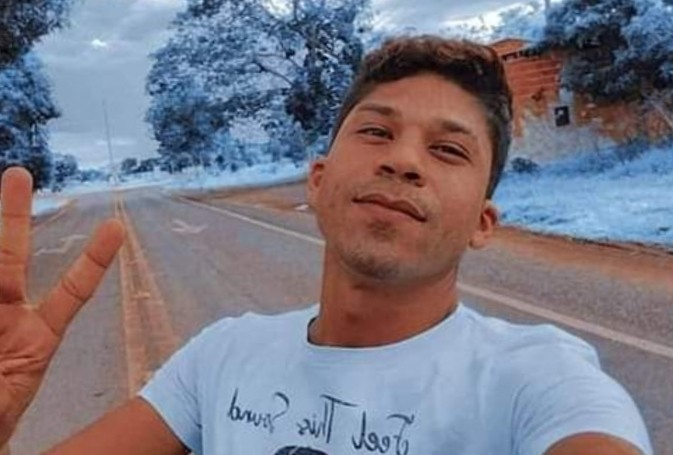 Vídeo mostra reencontro de mãe que viajou mais de 700 km para rever filho, em MS, após publicação de cantora