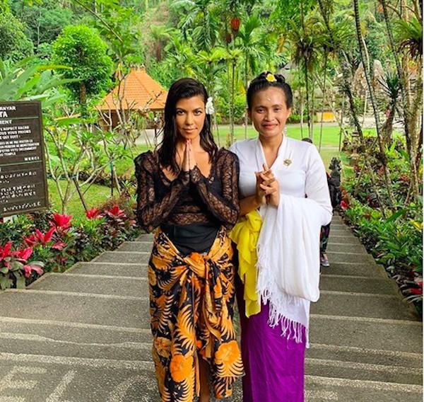 A socialite Kourtney Kardashian durante sua visita a Bali (Foto: Instagram)
