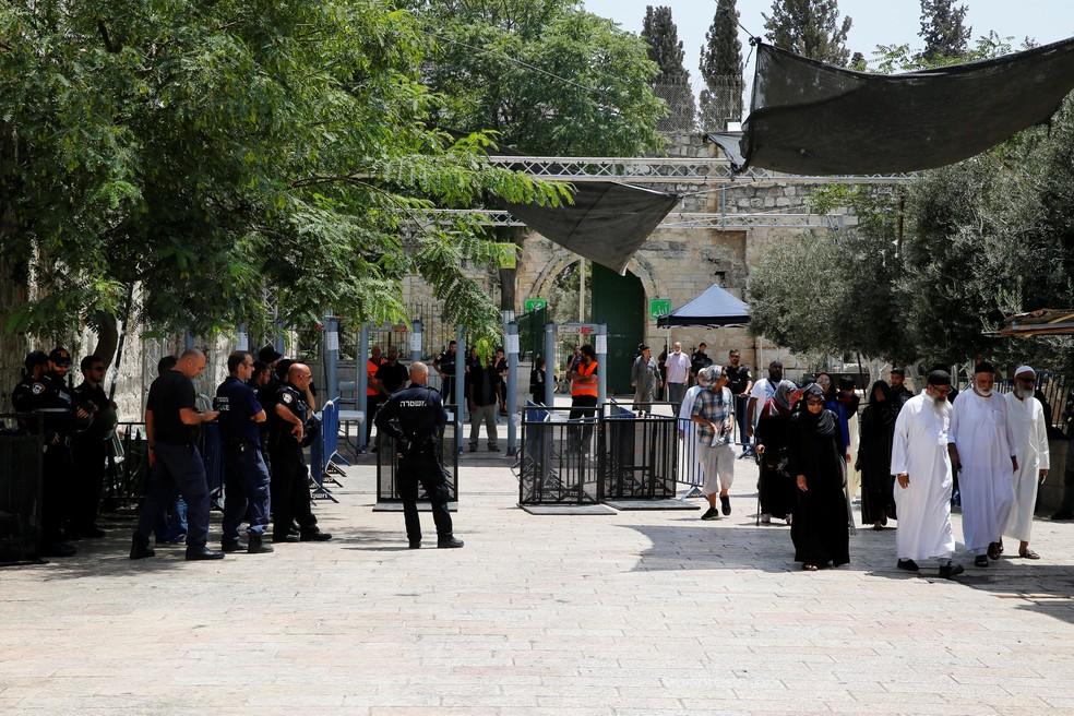 Resultado de imagem para Israel retira medidas de segurança para acesso à Esplanada das Mesquitas