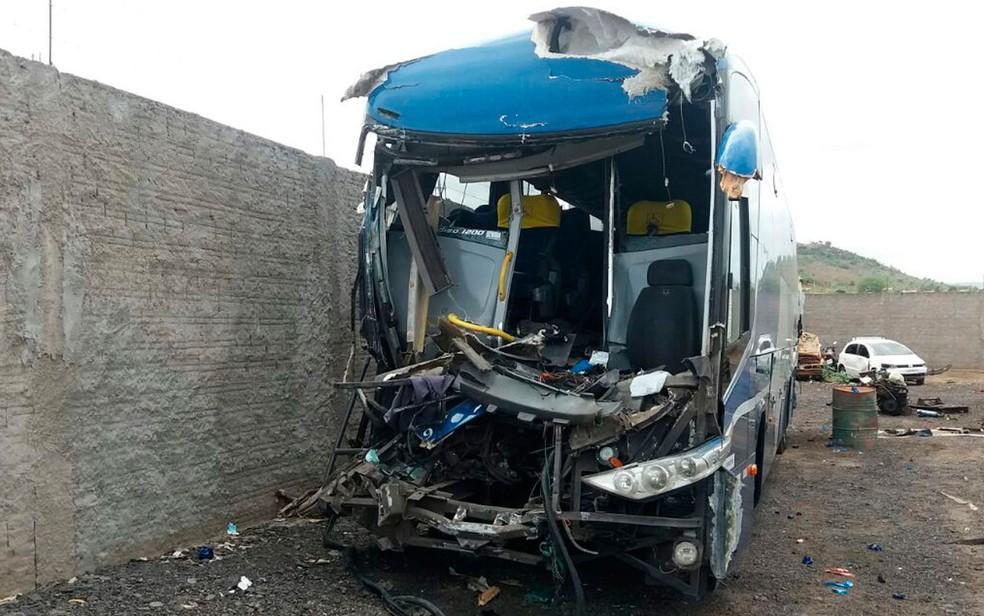 Motorista morreu após batida na região de Itaberaba, na Bahia (Foto: Divulgação / PRF)