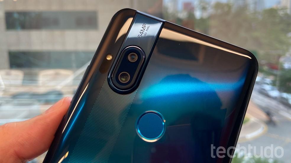 Detalhe da câmera traseira com dois sensores: 64 MP Quad Pixel e 8 MP — Foto: Thássius Veloso/TechTudo