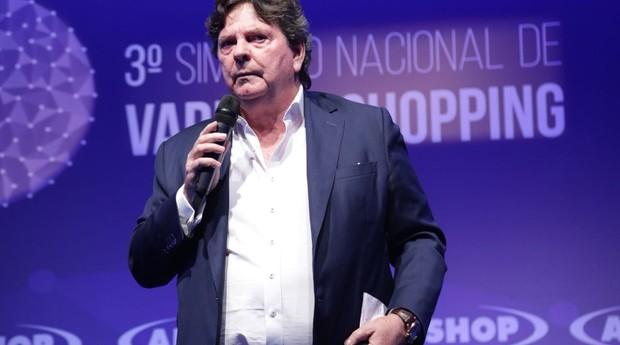 Alberto Saraiva, fundador do Habib's, durante evento do varejo em Foz do Iguaçu (Foto: Douglas Moreira / Alshop)