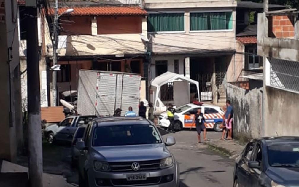 Caminhão invadiu casa no bairro de Plataforma, em Salvador — Foto: Arquivo pessoal