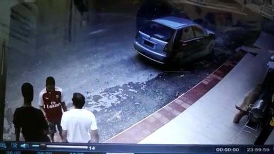 Vídeo mostra roubo de carro em Santa Bárbara, Vila Velha, ES