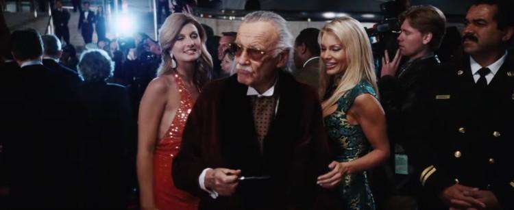 Stan Lee em uma de suas famosas participações especiais nos filmes do Universo Cinematográfico Marvel (Foto: Reprodução/YouTube)