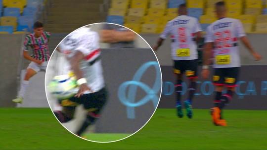 "Abel Braga elogia ofensividade do Flu e faz duras críticas ao árbitro: ""Horroroso"""