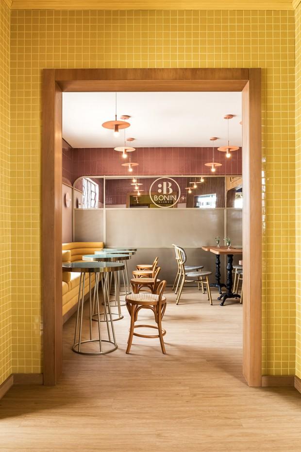Padaria em Curitiba tem decoração inspirada nas cafeterias francesas (Foto: Eduardo Macarios)