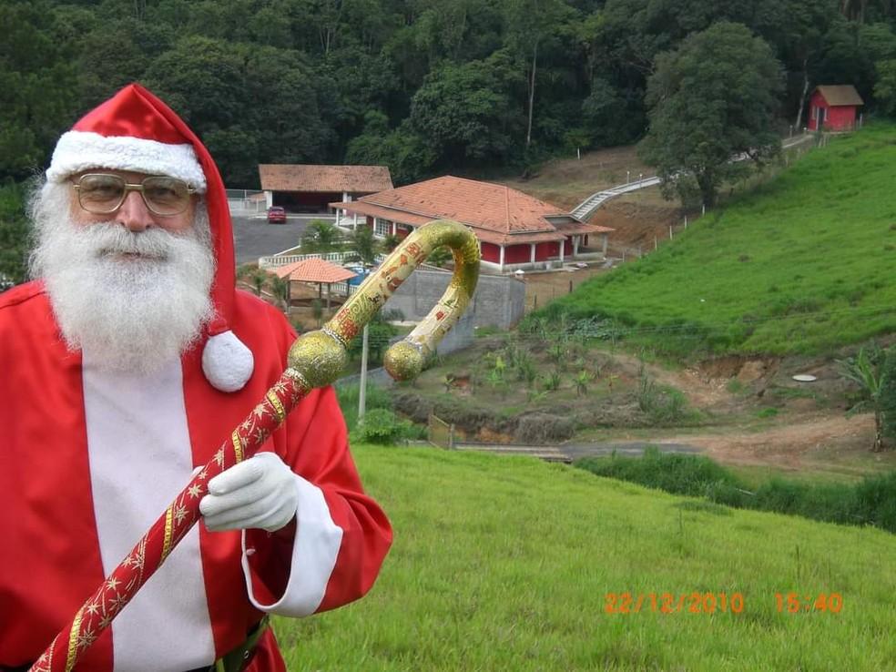 Gustavo Schmidt mora em Mogi das Cruzes dá vida ao Papai Noel desde 2004 — Foto: Gustavo Schmidt/Arquivo Pessoal