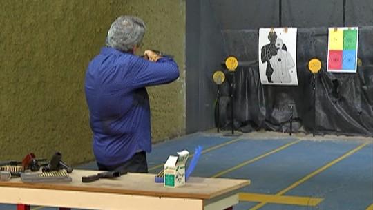Após decreto de armas, clube de tiro de Mogi tem aumento na procura por cursos e presidente da Associação Comercial incentiva lojista a se armar
