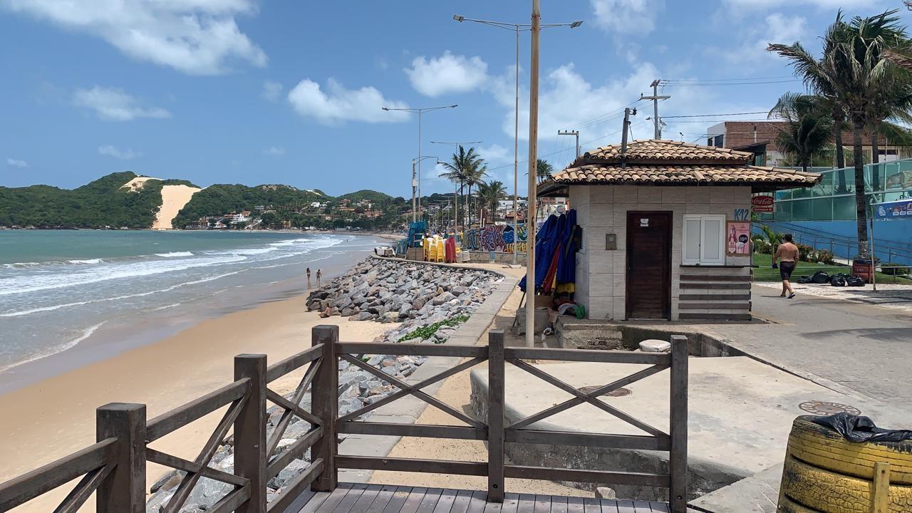 Venda de passeios e atividades turísticas na orla de Ponta Negra será permitida mediante licença da prefeitura