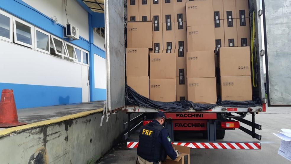 O motorista foi liberado depois de prestar depoimento — Foto: Divulgação/PRF