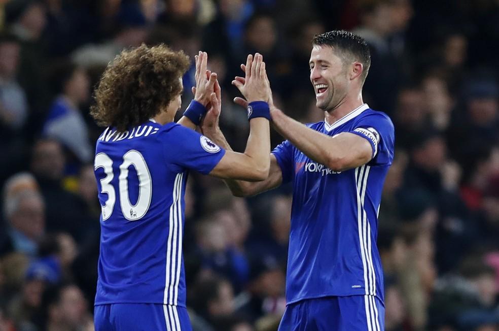 David Luiz e Cahill têm mais seis meses de contrato com o Chelsea  — Foto: Reuters
