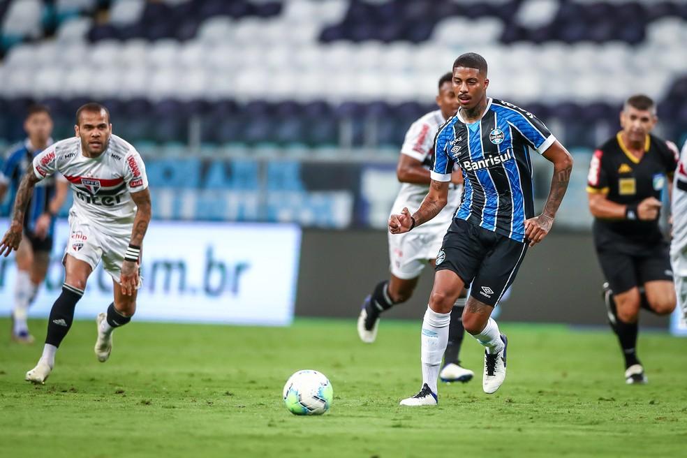 Jean Pyerre em campo contra o São Paulo — Foto: Lucas Uebel/Divulgação Grêmio