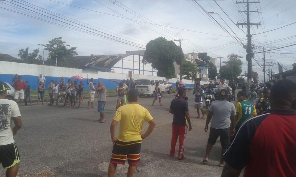 protesto - Manifestantes interditam a rodovia Arthur Bernardes, em Belém