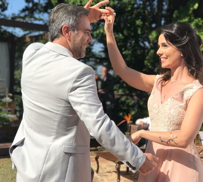 Marcelo Valle e Miriam Freeland filmam 'Cinderela pop' (Foto: Divulgação)