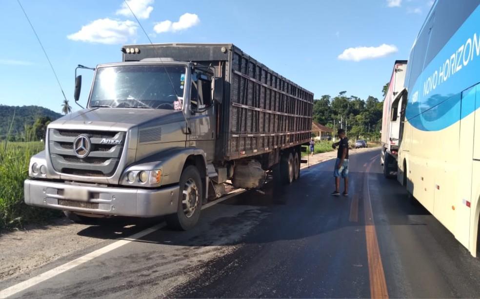Acidente ocorreu em um trecho da BR-330, próximo à cidade de Jitaúna — Foto:  Neilton Brito/Jitaúna Em Dia
