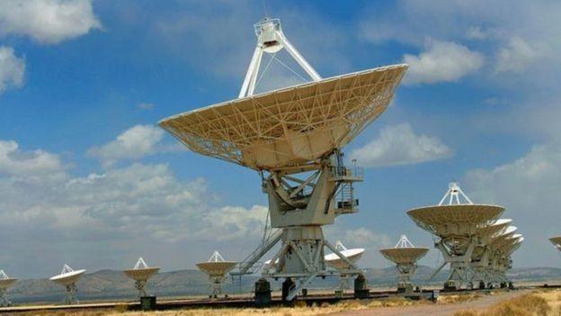 As comunicações atuais com naves espaciais são feitas através de sinais enviados por vários telescópios (Foto: Getty Images/BBC)