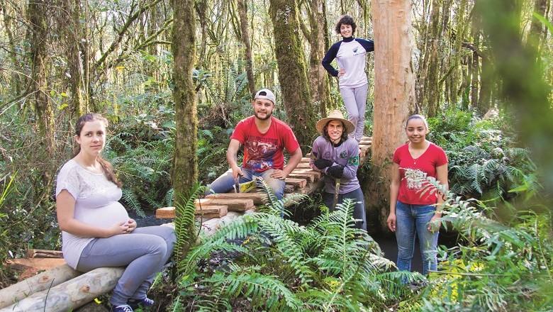 Membros da equipe da Gralha Azul, que tem quatro jovens contratados entre 20 e 25 anos e mais oito colaboradores (Foto: Divulgação)