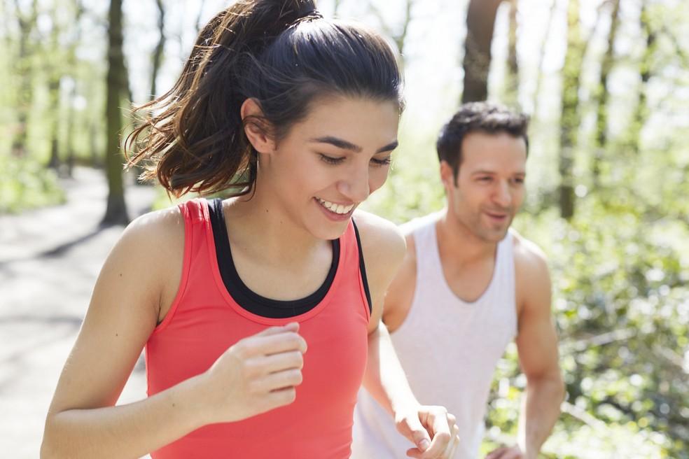 Praticar esportes como corrida pode melhorar o seu humor — Foto: Getty Images