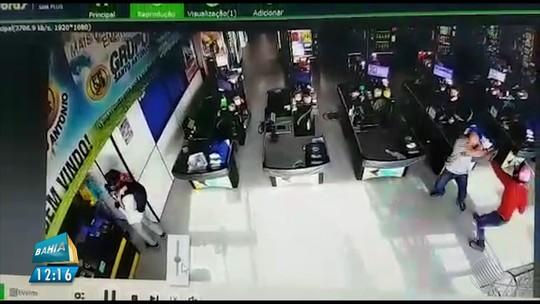 Vídeo mostra tentativa de assalto a mercado no oeste da BA; dinheiro e bebidas foram roubados um dia depois