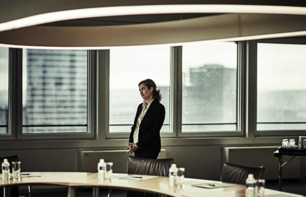 Em A Número Um, uma executiva precisa decidir se arriscará tudo para se tornar presidente de uma grande empresa (Foto: Divulgação)