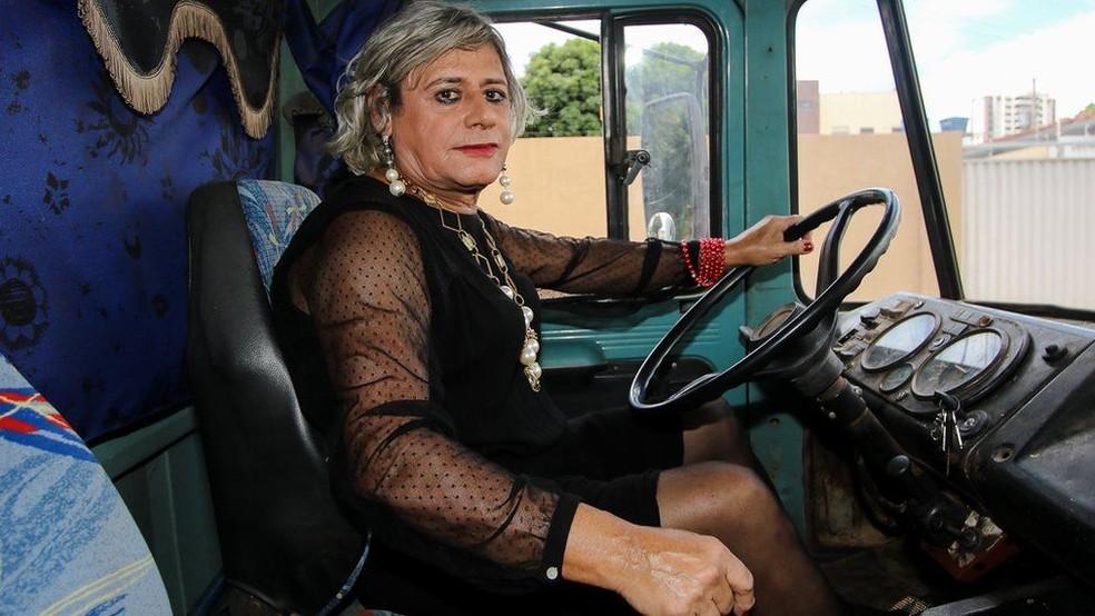 Afrodite se considera heterossexual e quer fazer cirurgia de mudança de sexo — Foto: Alair Ribeiro/BBC Brasil
