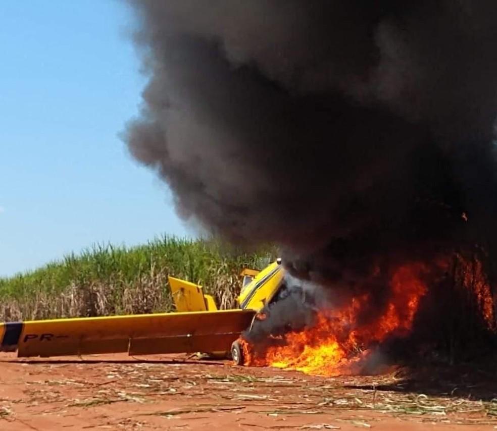 Queda de avião agrícola foi registrada em Junqueirópolis — Foto: Renan Monteiro/Cedida