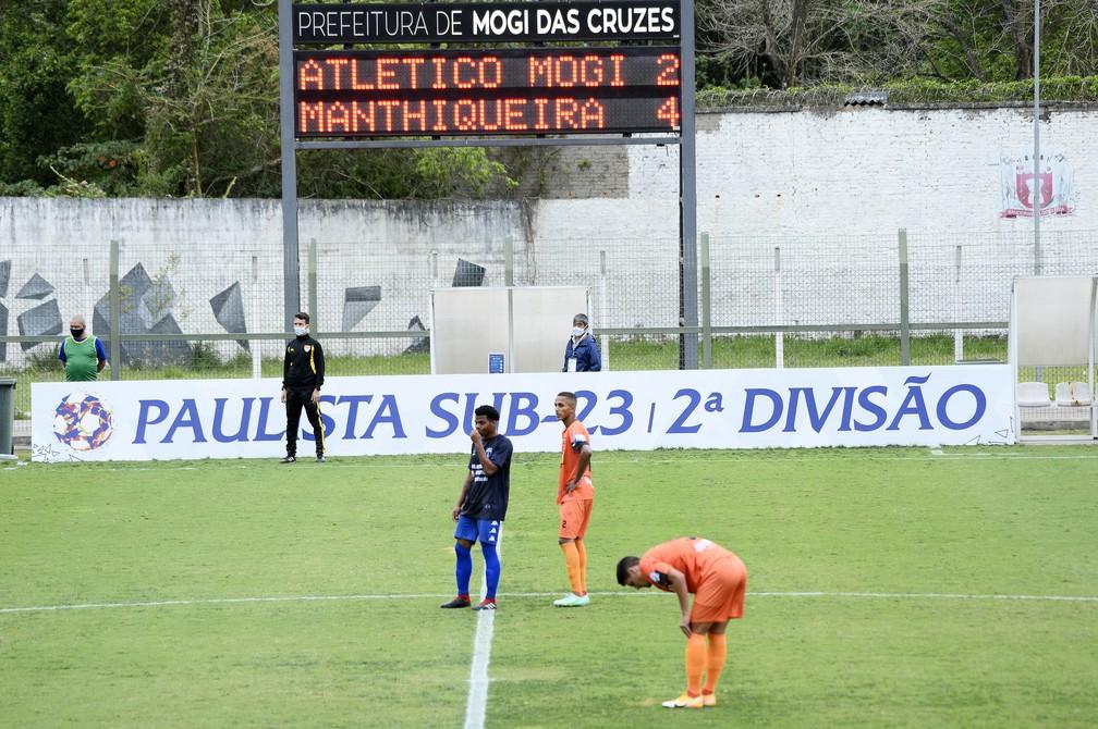 Placar da partida entre Atlético Mogi (de azul) e Mathiqueira, pelo Paulista sub-23 — Foto: Marcos Ribolli