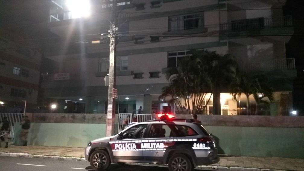 Policial militar atirou em outro dentro de casa, no bairro de Manaíra, em João Pessoa (Foto: Felícia Arbex/TV Cabo Branco)