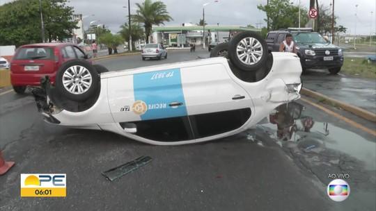 Taxista fica ferido ao capotar carro no Varadouro, em Olinda