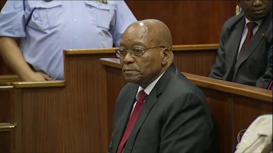 Jacob Zuma vai a tribunal para responder a acusação de corrupção e alega inocência