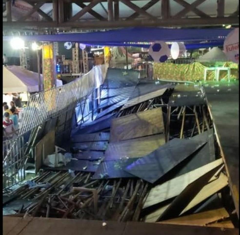 Parte de camarote do Mossoró Cidade Junina desaba na primeira noite de festa  (Foto: Redes sociais )
