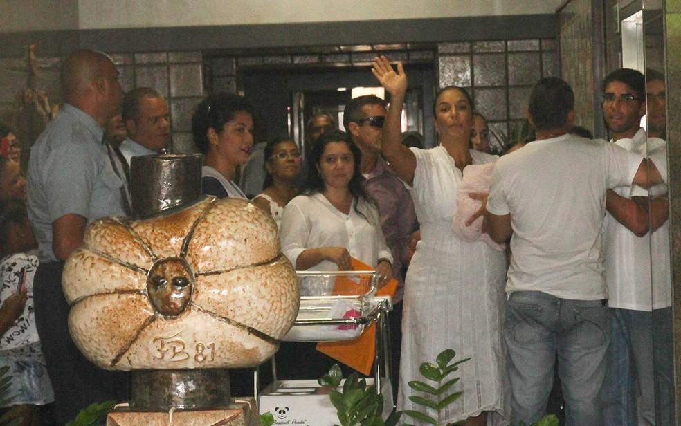 ivete sangalo e familia 1 3 - Quatro dias após parto de gêmeas, Ivete Sangalo deixa hospital em Salvador: 'Estão ótimas, cheias de saúde', diz cantora