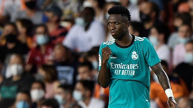 Vinicius Jr comemora o gol em Valencia x Real Madrid