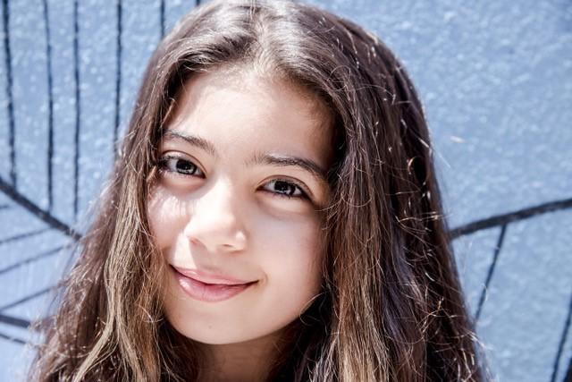 Ghazal também nasceu em Damasco, onde viveu até os 4 anos. O pai dela foi preso algumas vezes por ser considerado rebelde na guerra da Síria. Antes de se mudarem para o Brasil em 2014, viveram por um ano no Egito. Hoje aqui ela é tradutora para os novos refugiados de língua árabe que chegam à escola (Foto: Divulgação)