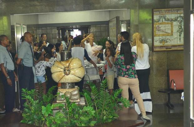 Ivete Sangalo deixa a maternidade Foto ANDRE MUZELLBRAZILNEWS