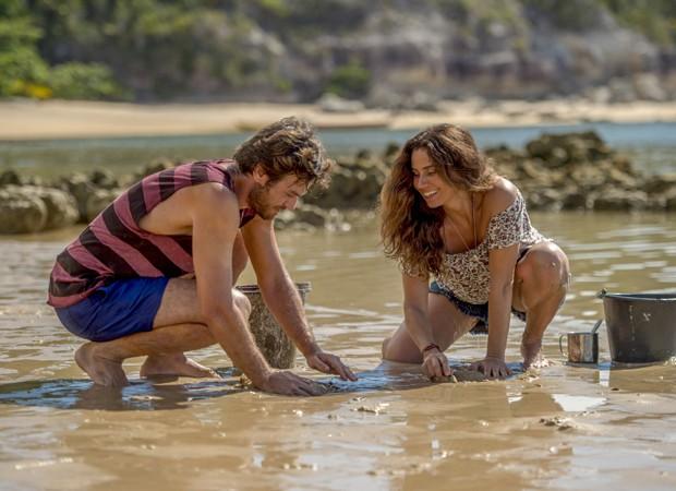 Beto (Emílio Dantas) e Luzia (Giovanna Antonelli) formam casal central da novela (Foto: Divulgação/TV Globo)