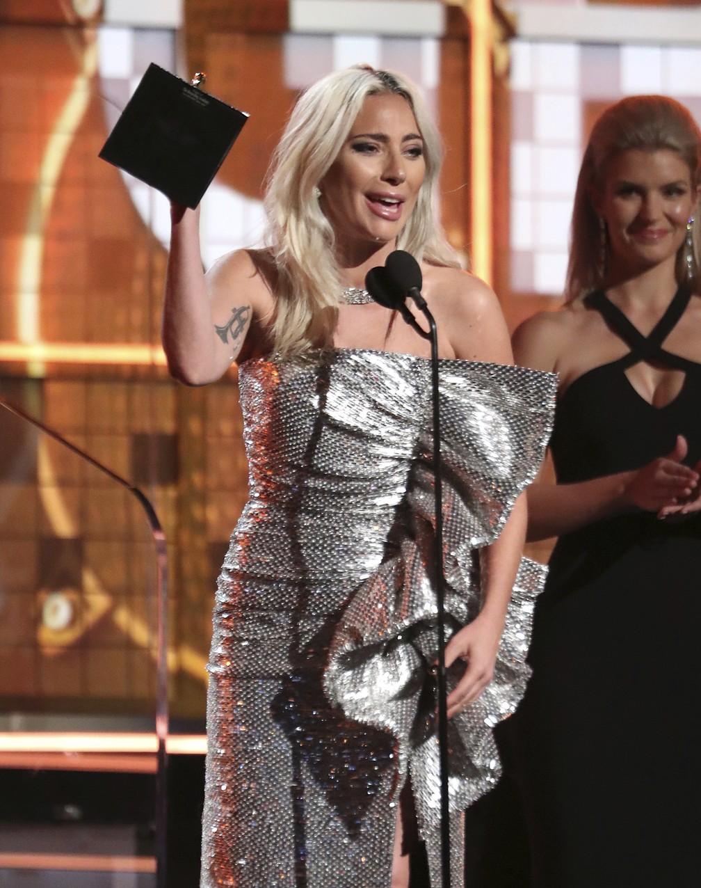 Lady Gaga recebe o prêmio de Melhor Duo Pop ou Performance de Grupo, por