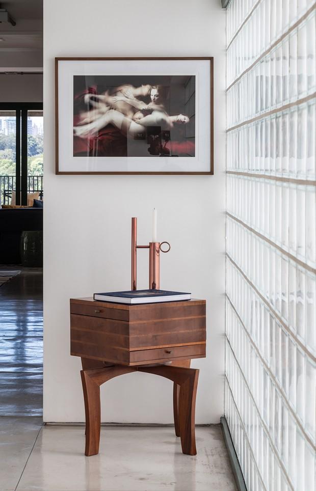 Apartamento da galerista Bianca Boeckel mistura arte e design em clima de leveza  (Foto: Evelyn Muller/Divulgação)