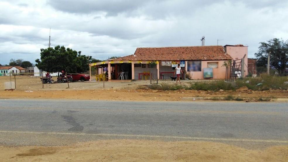 Crime aconteceu em um bar às margens da PB-342, em Coremas (Foto: Rafaela Gomes/TV Paraíba)