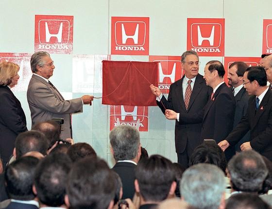 FHC e o então governador de São Paulo, Mario Covas, inauguraram  em 1997 uma fábrica da Honda em Sumaré,  no interior do estado. O cunhado recebeu R$50 mil em espécie após o evento (Foto: Luiz Carlos Santos/Agência O Globo)