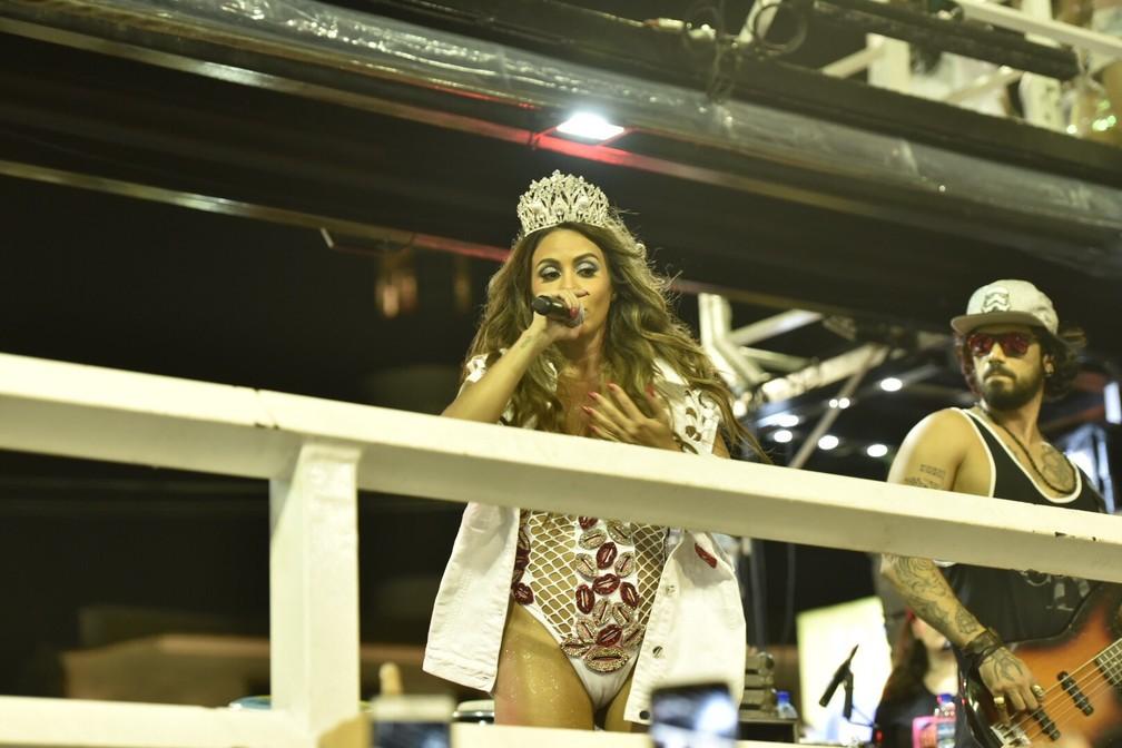 Alinne Rosa apostou em look bastante sensual para apresentação no circuito Barra/Ondina. (Foto: Elias Dantas/Ag. Haack)