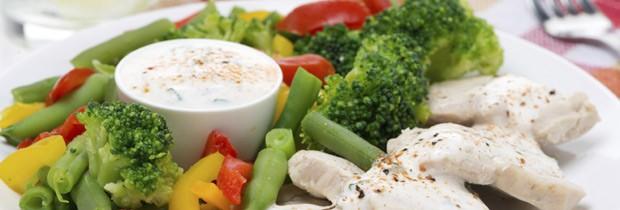 Legumes cozidos no vapor e uma proteína magra, com pouco sal: a refeição ideal (Foto: Think Stock)