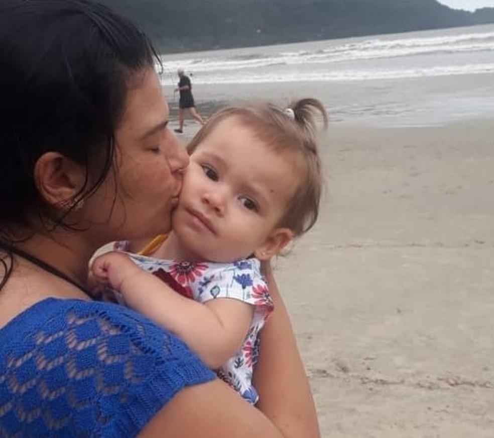 Depois de voltar dos EUA, Valentina conheceu o mar  — Foto: Denise Guidi/ Arquivo pessoal